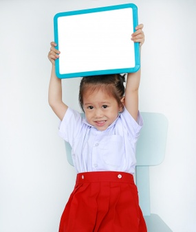 Take a picture of the class to hold up whiteboards with their names so the new student can learn them | Fundraising Mums